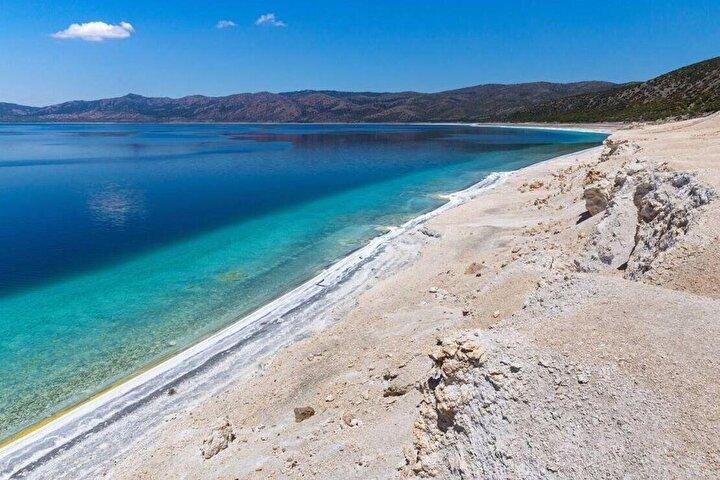 Ancak toplanan örneklerin karşılaştırılması için araştırmacılara Dünyadan bir örneklem gerekiyor. NASA araştırmacıları Burdurda bulunan Salda Gölünin Jezero Krateri ile benzer mineral ve kaya yapısına sahip olduğunu belirtiyor.