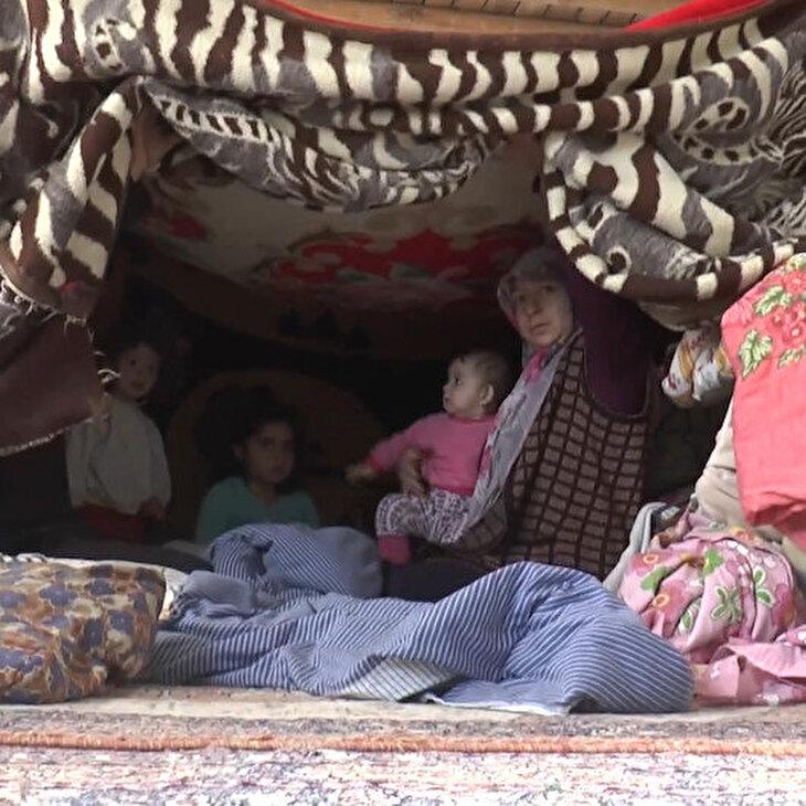 4 çocuğunu ısıtmak için evine çadır kuran annenin yürek burkan sözleri