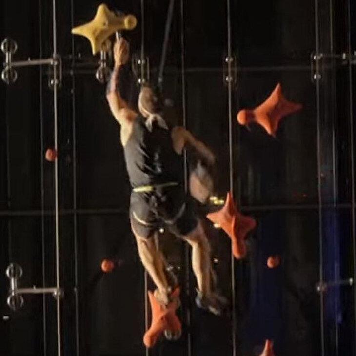 Asansöre meydan okudu: 12 saniyede 23 metre tırmandı