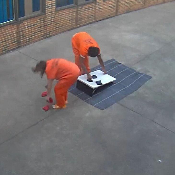 Hapishane bahçesine 'drone'lu teslimat