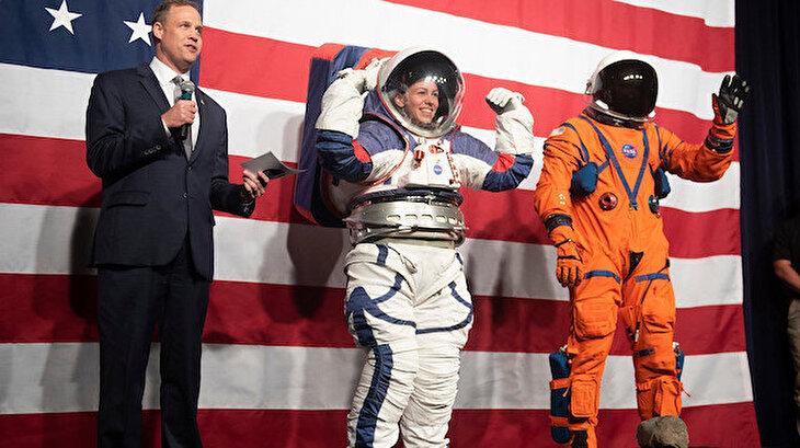 NASA yeni uzay kıyafetlerini tanıttı