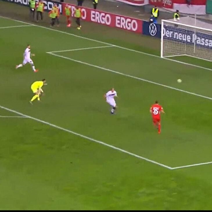 Dikkatsiz kaleciye unutamayacağı bir golle ders veren futbolcu
