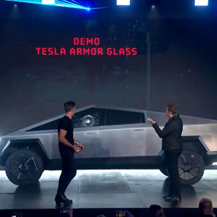 Tesla'nın zırhlı Cybertruck modelinin camları ilk tanıtımda kırıldı
