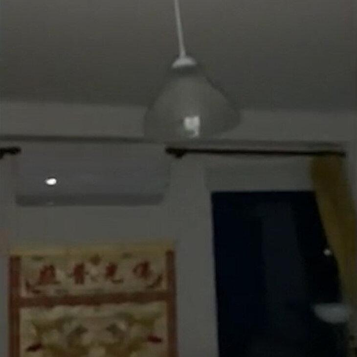 Arnavutluk'ta gerçekleşen deprem sırasında bir evden kayda alınan görüntü