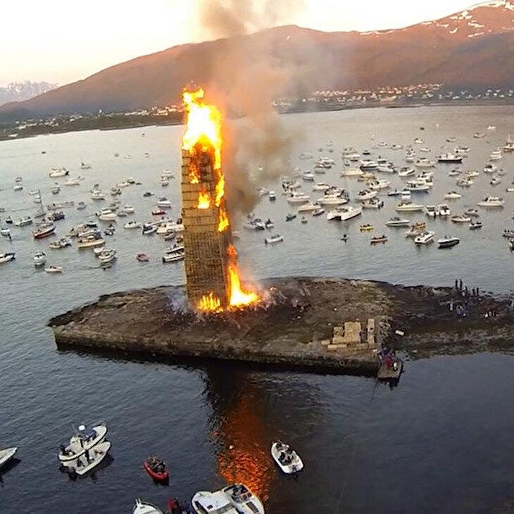 Şimdiye kadar yakılmış en büyük 'yaz gecesi şenliği' ateşi