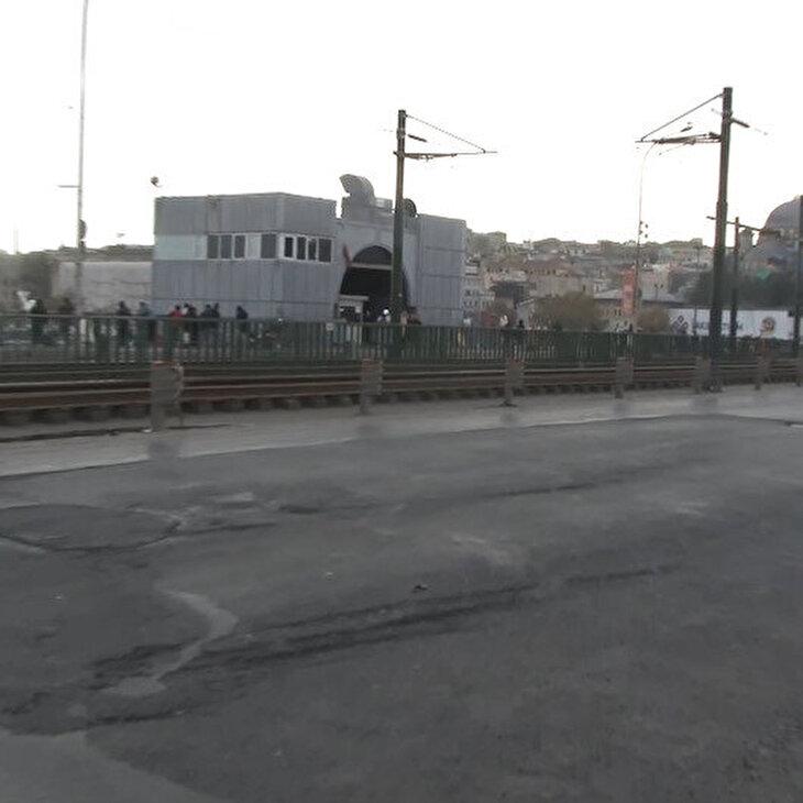 Galata Köprüsü'ndeki çukurlar sürücülere zor anlar yaşatıyor