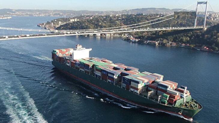 Dev konteyner gemileri İstanbul Boğazı'nda