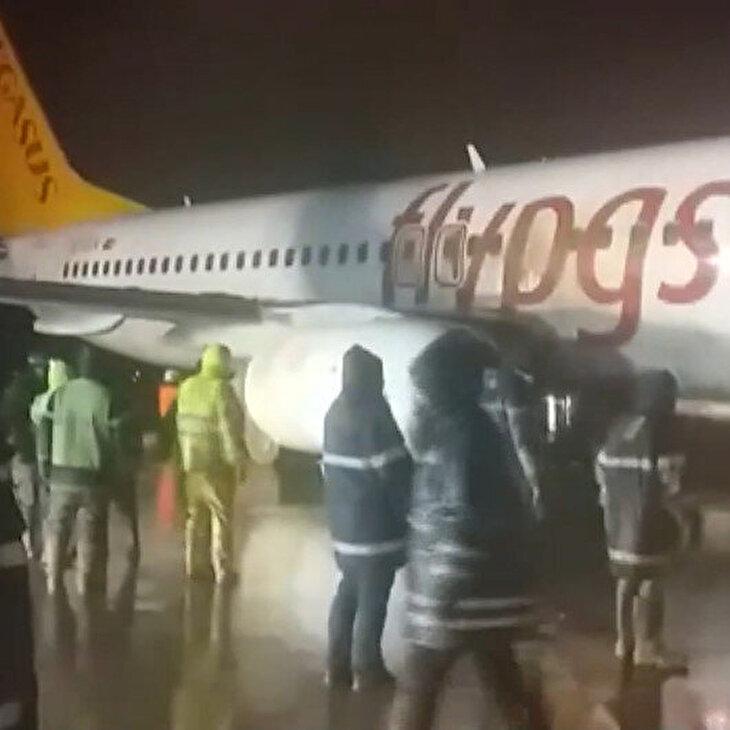 Sabiha Gökçen'de çamura saplanan uçağın kurtarılma çalışmaları