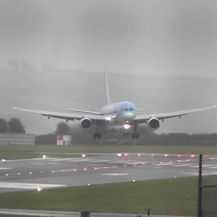 Şiddetli 'ters rüzgar'a karşı uçağı yanlayarak indiren pilot