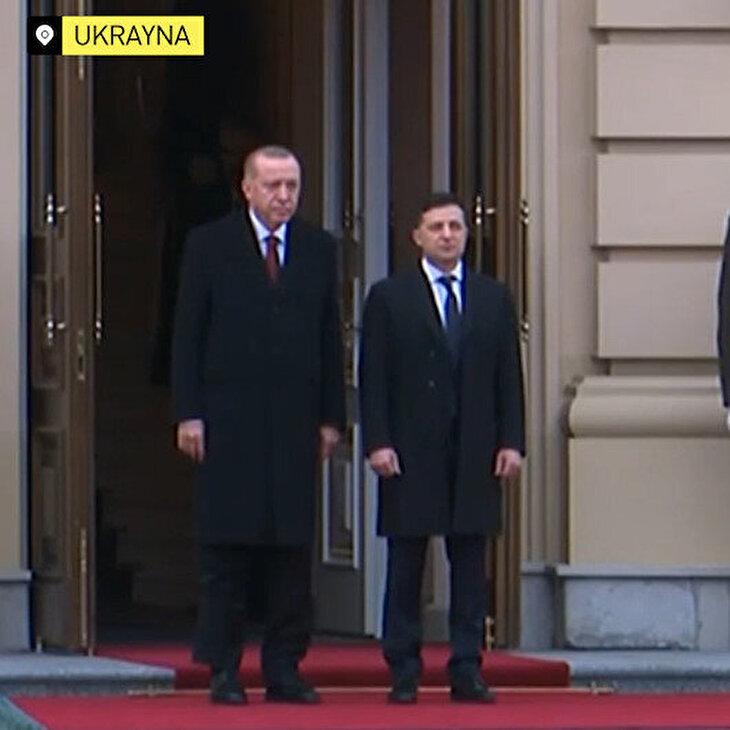 Cumhurbaşkanı Erdoğan Zelenskıy tarafından resmi törenle karşılandı
