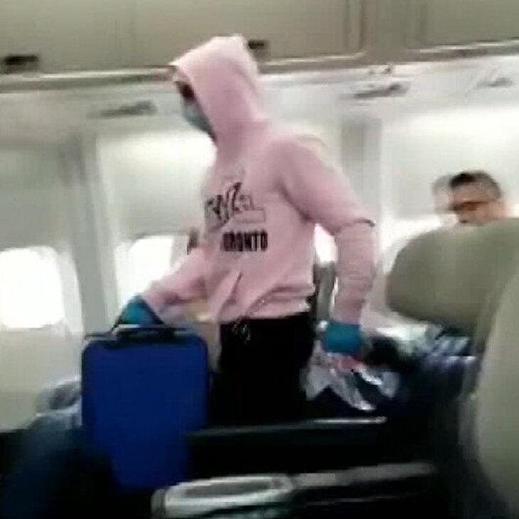 Uçakta 'koronavirüs' şakası yapan müzisyen gözaltına alındı