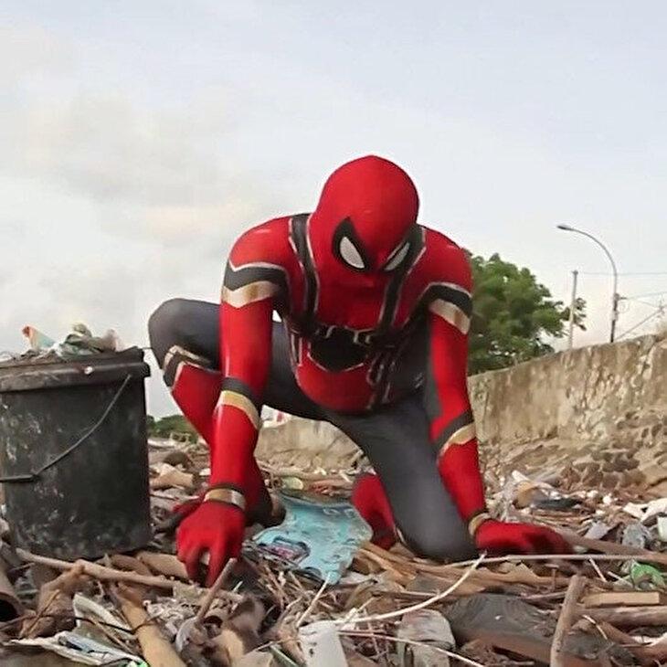 Spider-Man sokaklarda: 'Temizlik başladı!'