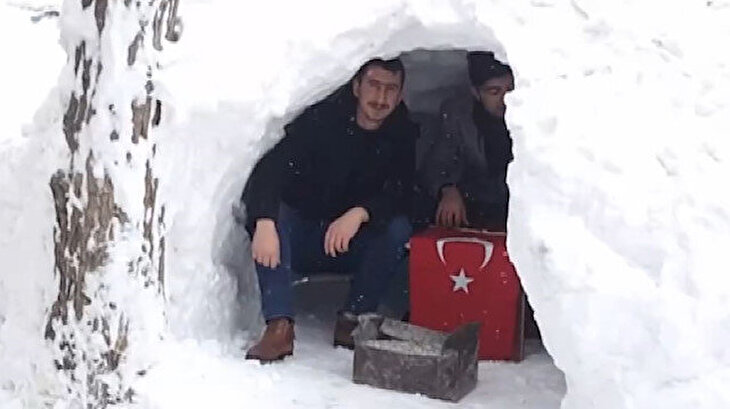 Bitlis'te 'Eskimo' evinde çay keyfi yaptılar
