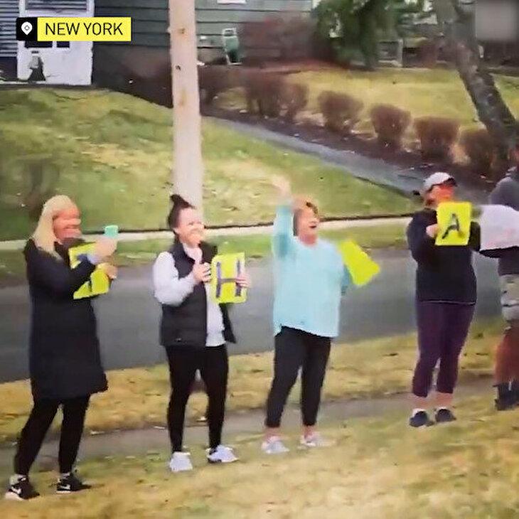 95 yaşına giren kadının doğum gününü koronavirüs nedeniyle uzaktan kutlayan komşular