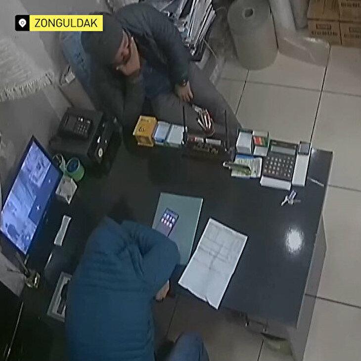 Koronavirüs günlükleri: Müşteri hapşırdı, mağaza karıştı