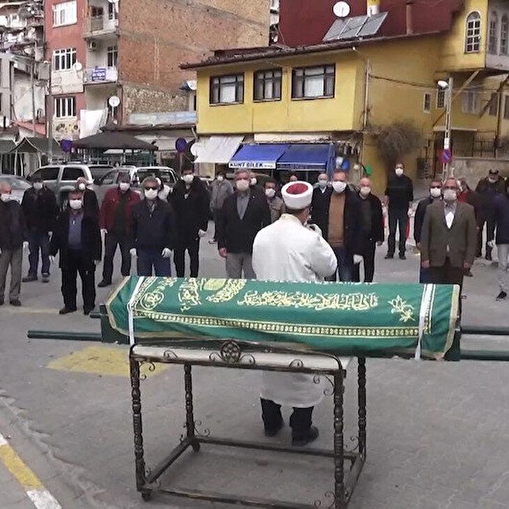 Cenaze namazında koronavirüs tedbiri