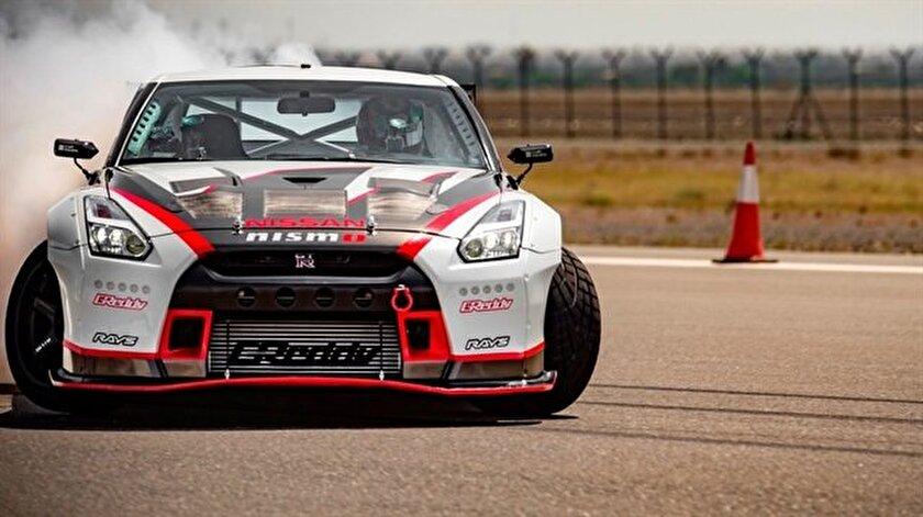 Yeni kral Nissan GT-R: 305 km/s hızla drift!