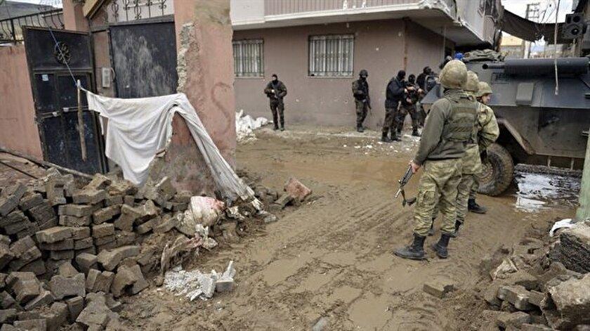 Mardin'in Nusaybin ilçesinde 4, Şırnak'ta 4 terörist öldürüldü.