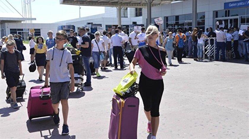 Sektör bu yılın kalan döneminde 500 bine yakın, önümüzdeki yıl 2- 3 milyon Rus turist geleceğini tahmin ediyor.