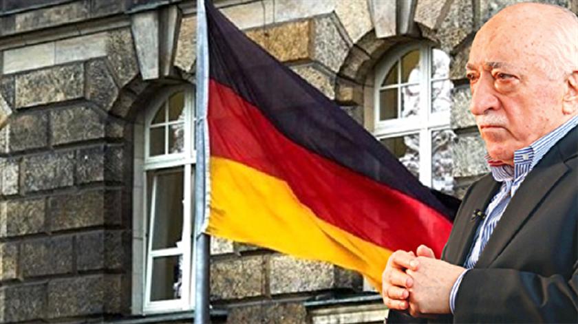 Habere göre, listede Almanya'da yaşayan 300 FETÖ'cü ile 200 kadar dernek okul ve benzeri kurumun isimleri bulunuyor.