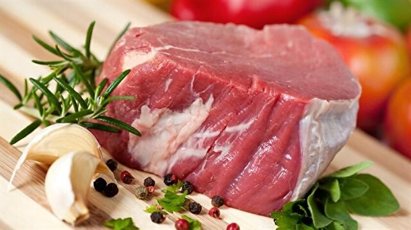 Yem fiyatlarındaki artış, hayvancılığa ilginin azalması gibi pek çok nedenin fiyatlarda artışa neden olduğunu belirten kasaplar, yüksek fiyatlara aldıkları eti daha düşük fiyatlarla satmalarının mümkün olmayacağını ifade ediyor.