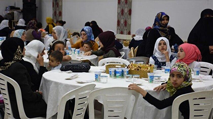 500 yetim çocuk için iftar sofrası kuruldu