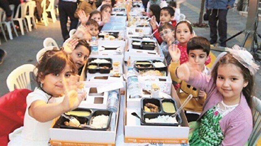 Çocuk sokağında ilk iftar