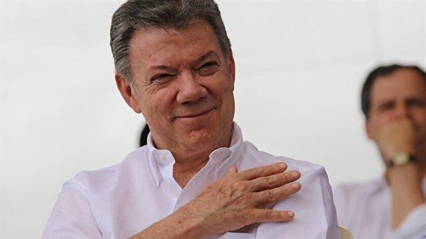 Kolombiya'da FARC silahlarının tamamını teslim etti.