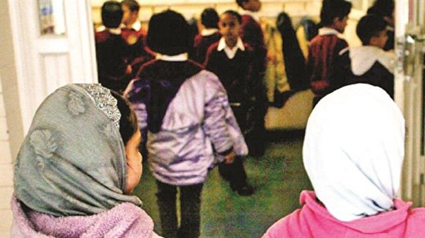 Müslüman öğrencilere tazminat