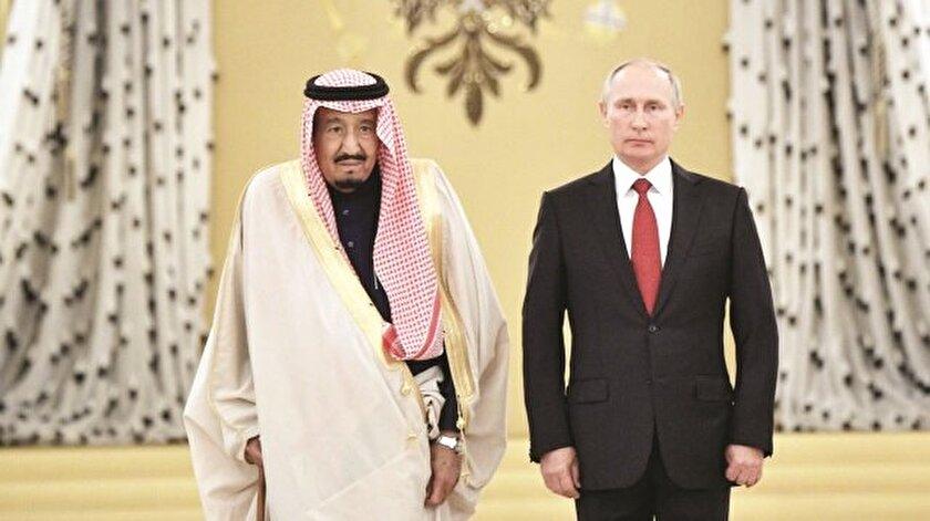 Suudi Arabistan Kralı Selman ve Rusya Devlet Başkanı Vladimir Putin Kremlin'de tarihi bir fotoğrafa imza attı. İlk kez tahttaki bir Suud Kralı Rusya'ya resmi ziyarette bulundu.