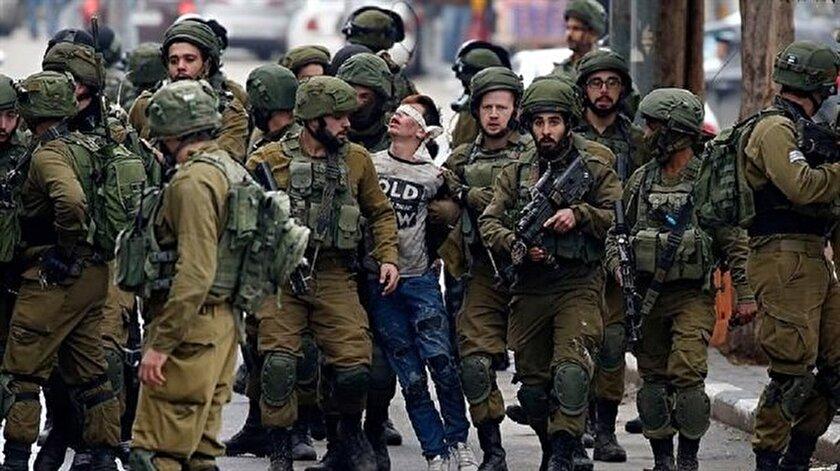İsrail askerleri, 16 yaşındaki Fevzi el-Cuneydi'yi zalimce gözaltına almıştı.