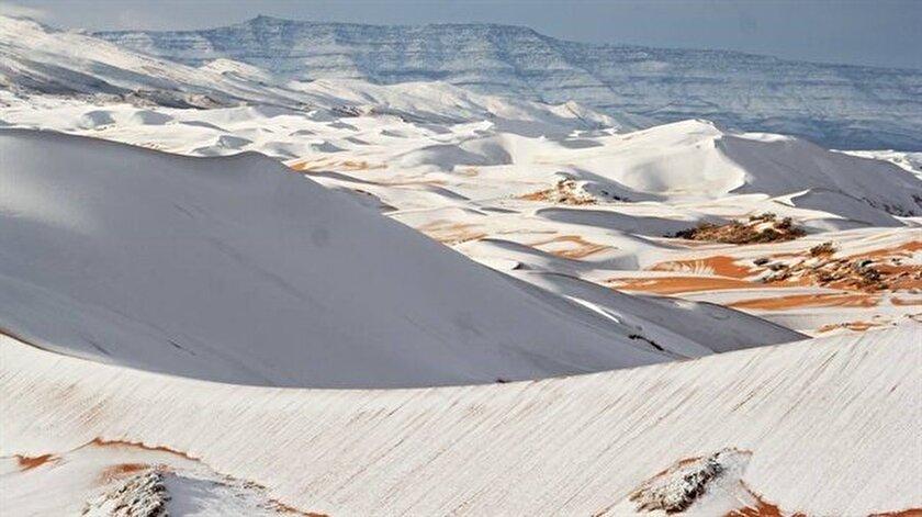 Dünyanın en büyük sıcak gölü olarak bilinen Sahra Çölü'nde, uzun yıllar sonra 2 yıl üstüste kar yağışı yaşandı.
