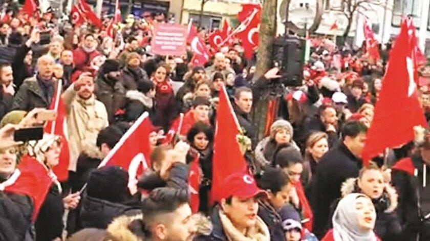 Mitingde Türkçe ve Almanca okunan bildiride Zeytin Dalı Harekatı anlatılarak Türkiye'nin terörizmle mücadele ettiği vurgulandı.