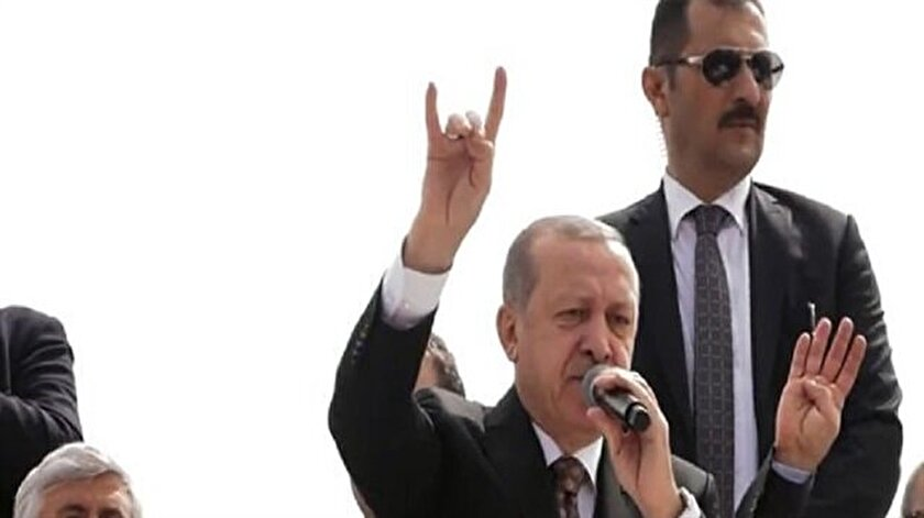 Cumhurbaşkanı Erdoğan Mersinde bozkurt işareti yaptı