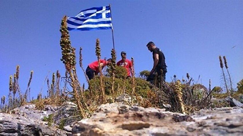 Ege'de kayalıklara dikilen Yunan bayrağı indirildi