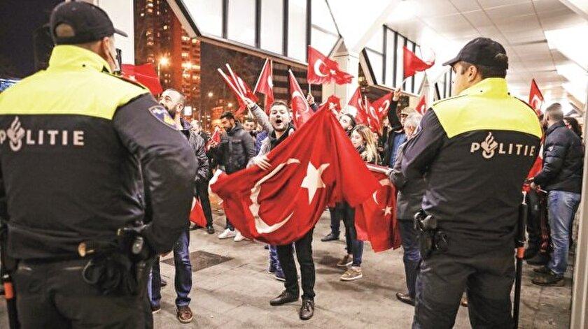 Türk yetkililerin, 2017'deki referandum öncesi Hollanda'daki Türklerle bir araya gelmeleri engellendi.