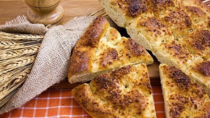 Pide ismi foduladan gelmektedir. Fodula da bir çeşit ekmektir.