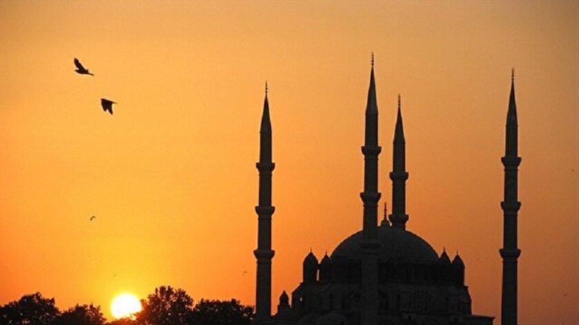 Ramazan ayı bir çok özelliği ile Türk edebiyatında yer almıştır.
