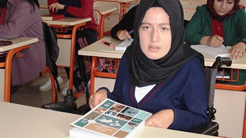 Aysun Zan, engeli nedeniyle geç başladığı okul hayatında başarılı olmak için büyük çaba harcıyor.