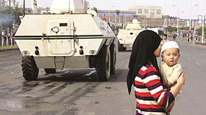 Çin Uygur Türkü çocukları zorla alıkoyuyor