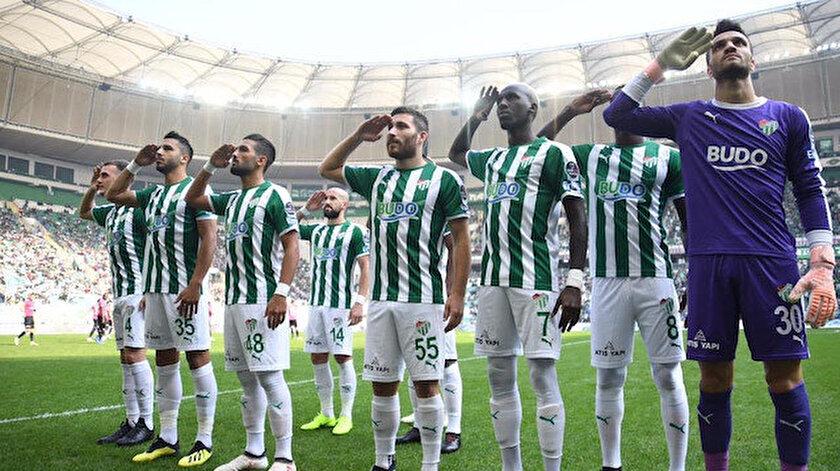 Bursasporlu futbolcular Afrin şehidi Taner Çobanoğlu'nu böyle andı.