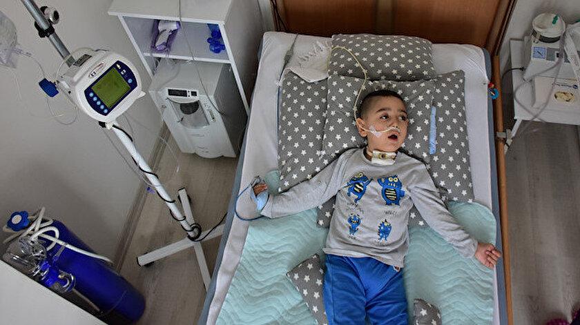 4 yaşındaki Hüseyin Beyaz'ın ameliyat sonrasındaki hali.
