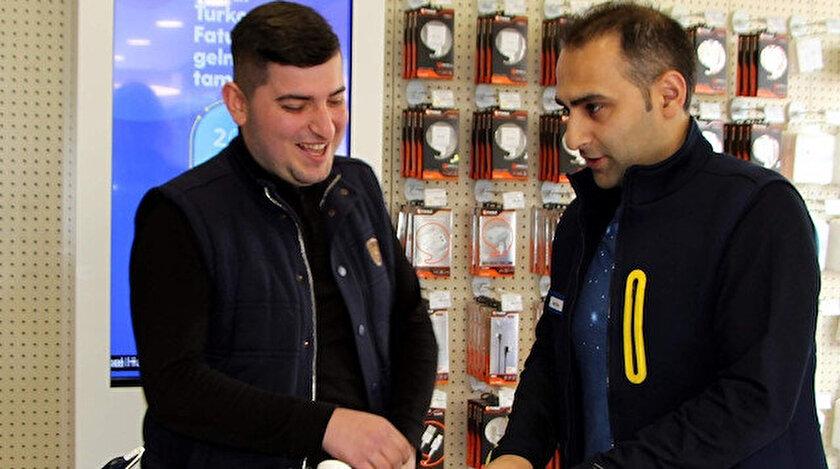 Hamza Aygün'ün sadece ilçede bulunan Metin Taşkın'ın mağazasında 300 adet telefon satın belirtildi.
