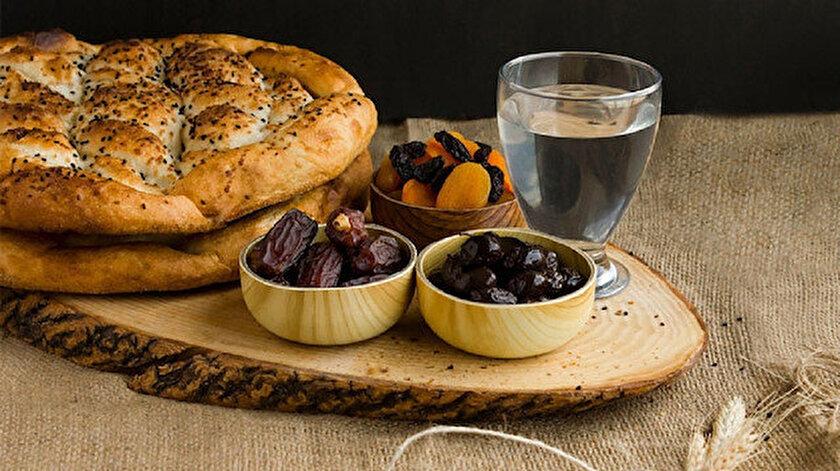 Ramazan ayının vazgeçilmez lezzetleri pide, hurma, zeytin ve su