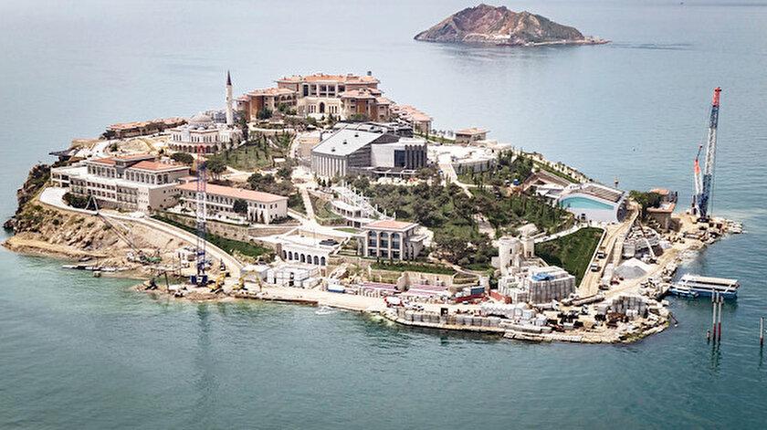 Adada son hazırlıklar yapılırken, 'Google Earth' uygulamasında da Yassıada'nın adı 'Demokrasi ve Özgürlükler Adası' olarak değiştirildi.