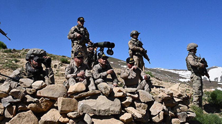 Güvenlik güçleri mağaraya operasyon düzenledi.