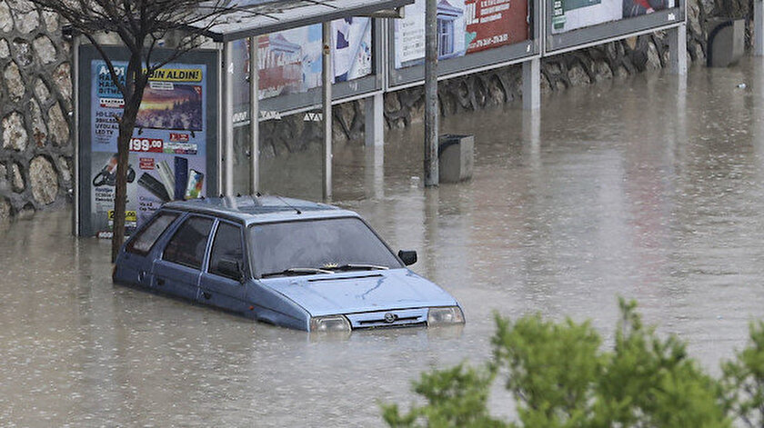 Sağanak yağış nedeniyle mal kaybı yaşandı.