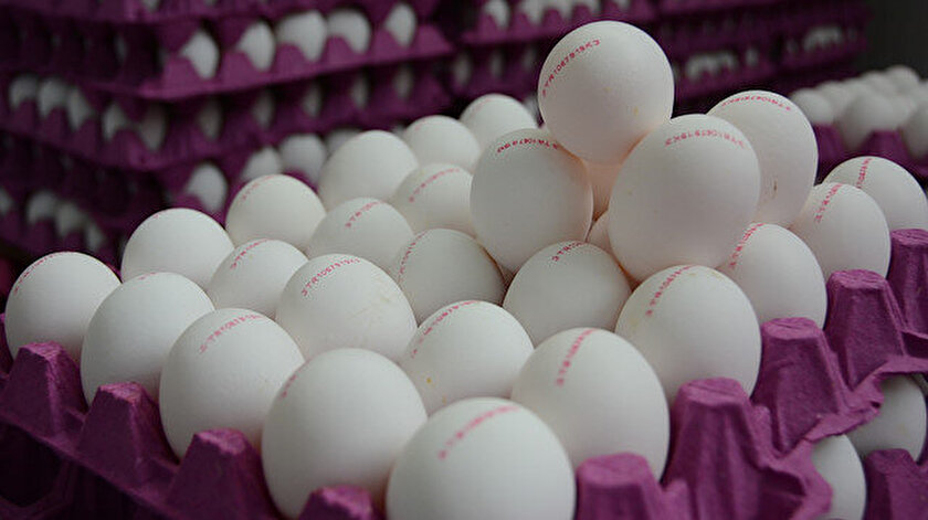 30 adetlik bir koli yumurtanın fiyatı zincir marketlerde 8 liraya, pazar ve bakkallarda 5-6 liraya geriledi.