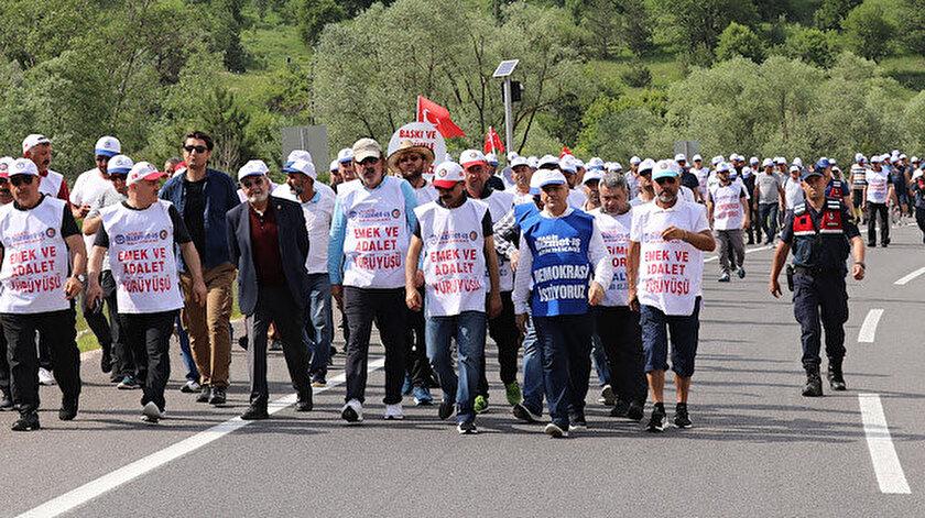 CHP'li Bolu Belediyesi tarafından işten çıkarılan işçiler yürüyüş düzenledi.