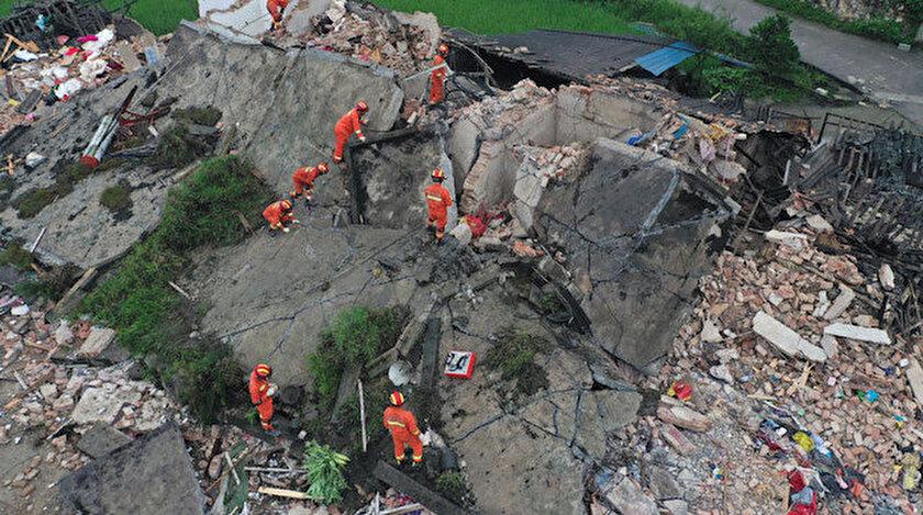 Depremin ardından tsunami uyarısı yapıldı.
